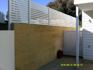13. Aluminium side gate and side fencing